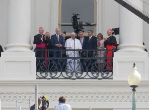 Pope_Francis_at_US_Capitol_2015_04