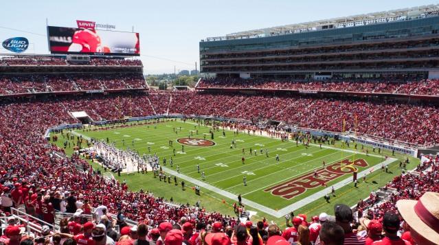 Broncos_vs_49ers_preseason_game_at_Levi's_Stadium.jpg