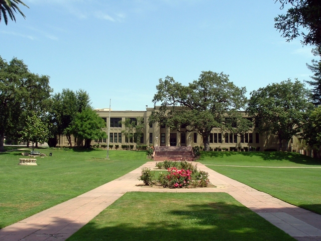 los_gatos_school_grounds