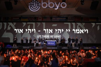 BBYO celebrates Havdallah.