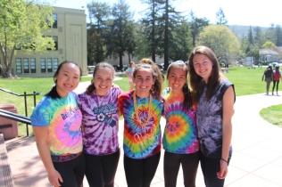Senior girls show their colors!